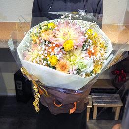 季節の花束 ブーケタイプ
