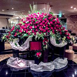 ステージ生花装飾(赤バラ)