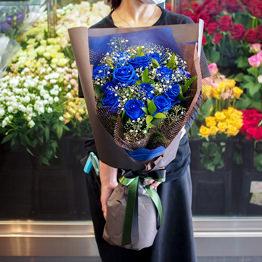 青バラとカスミソウの花束 ワンサイド