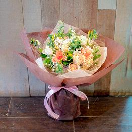 そのまま飾れる花瓶付きブーケ